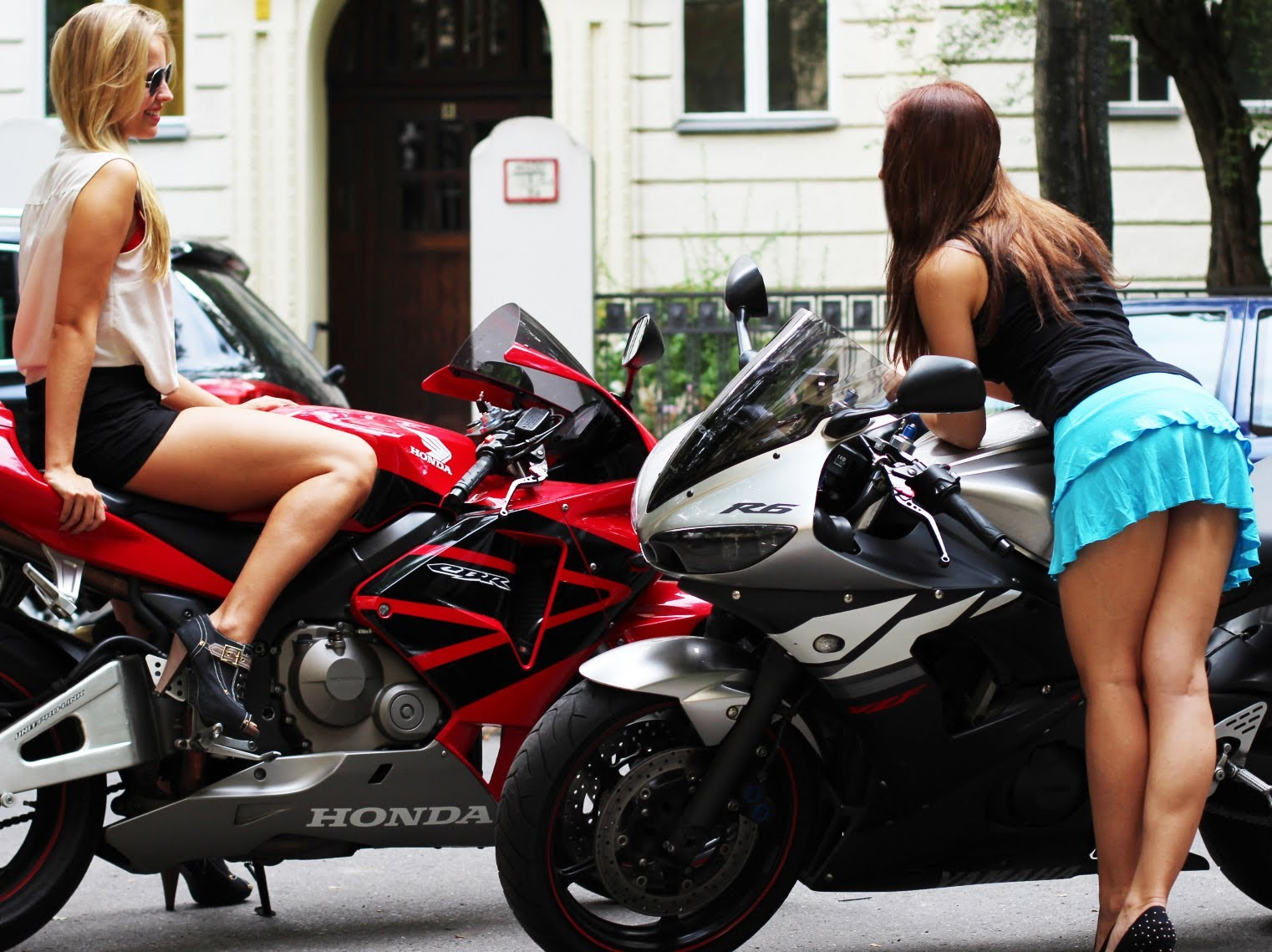Girls Gone Wild: R6 VS ZX-6R VS CBR 600 RR Roll Racing