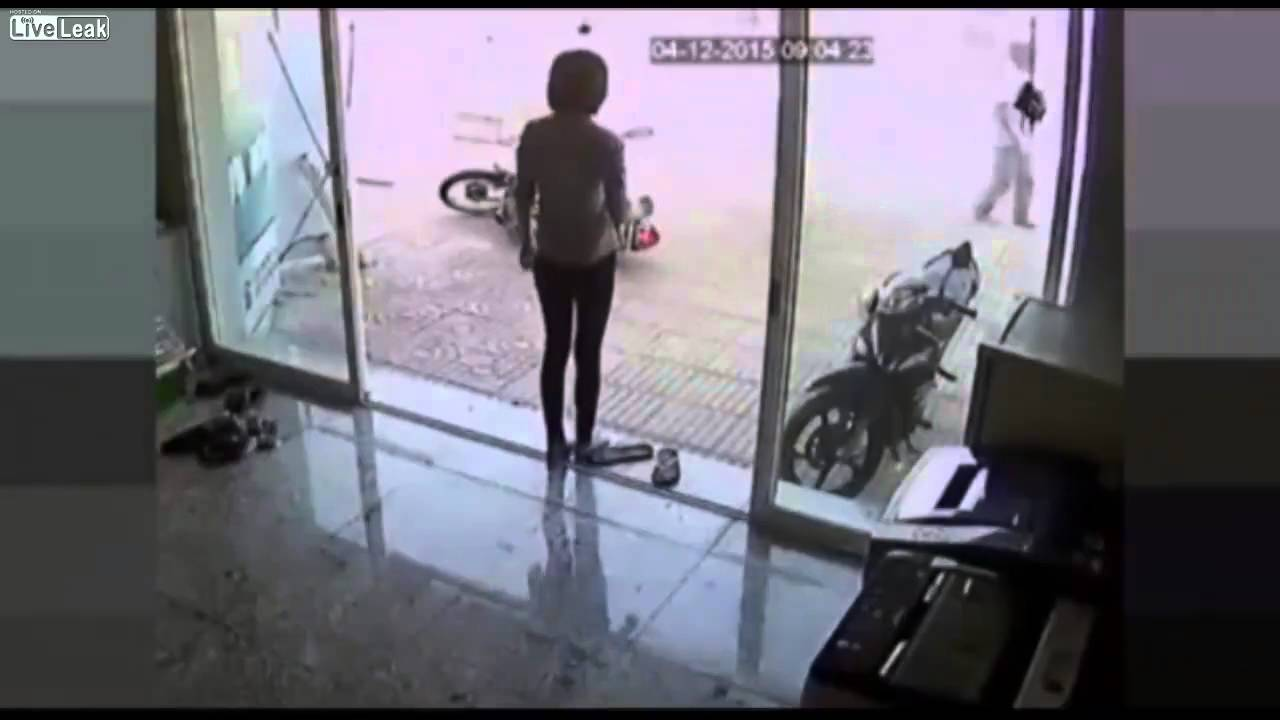 Motorcycle Thief Gets Drop Kicked By One Badass & Determined