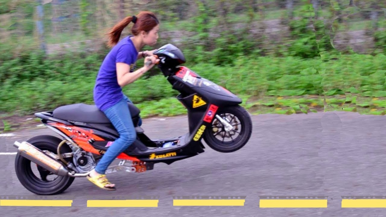 Woman Pulls An Epic Wheelie That Will Put Any Man To Shame
